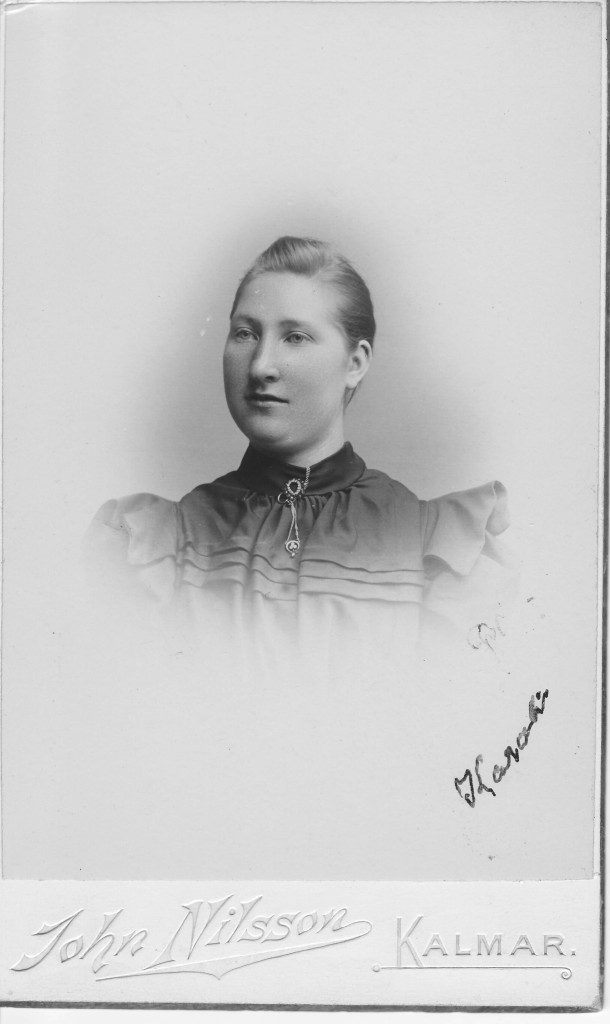 Karolina Olsdotter at young age, probably before her marriage with Karl Lindros.