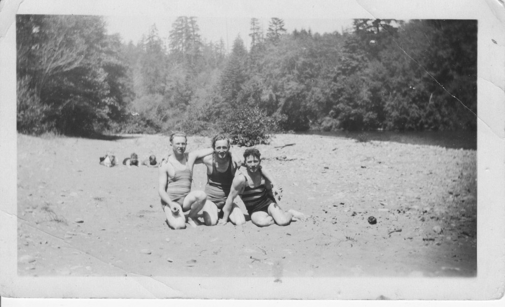 Beach boys, Charles Lindros to the left. Other men, and location, unknown.